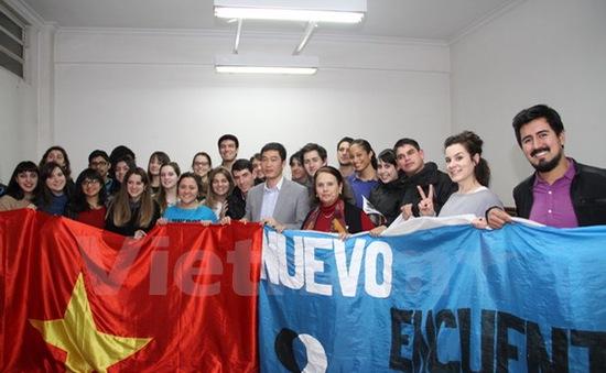 Đông đảo sinh viên Argentina quan tâm tìm hiểu về Việt Nam