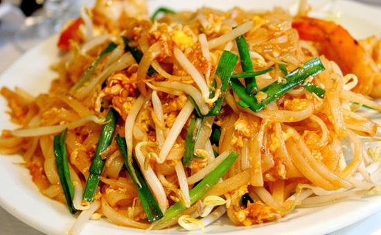 Thưởng thức Pad Thái - món ăn được ví như phở Việt Nam