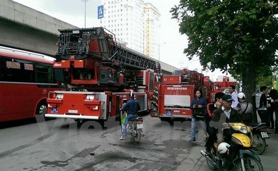 5 xe cứu hỏa, 1 xe thang chữa cháy tại tòa nhà Toyota Mỹ Đình, Hà Nội