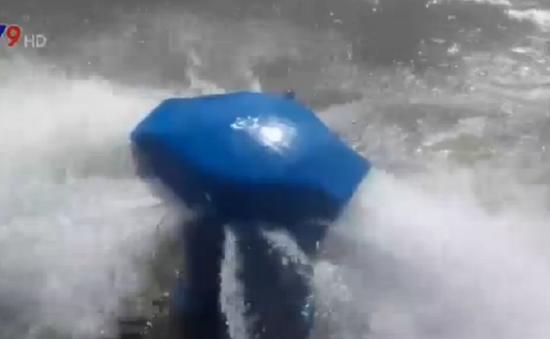 Bình Dương: Vỡ ống cấp nước, hàng nghìn m3 nước tràn ra đường