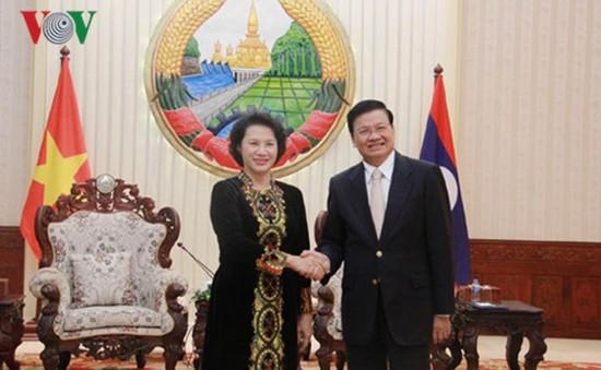 Chủ tịch Quốc hội hội kiến Thủ tướng CHDCND Lào