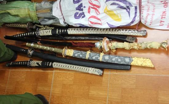 Phát hiện nhiều vũ khí trong kho hàng tạp hóa tại Cần Thơ