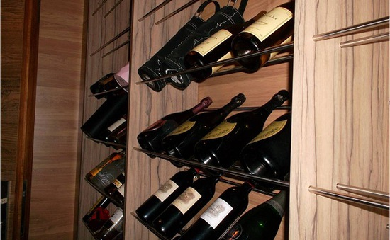 Nở rộ dịch vụ chứa rượu trong hầm trữ đạn tại Hong Kong, Trung Quốc