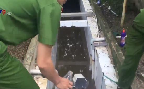 Bắt quả tang DN đổ trộm chất thải công nghiệp tại Bình Dương