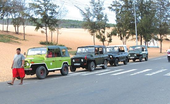 Tận dụng xe quá niên hạn để chở du khách ở Bình Thuận