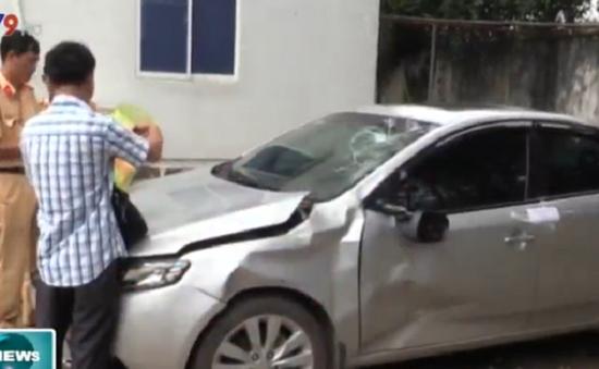 Bình Dương: Bắt giữ xe chở thuốc lá lậu gây tai nạn rồi bỏ chạy