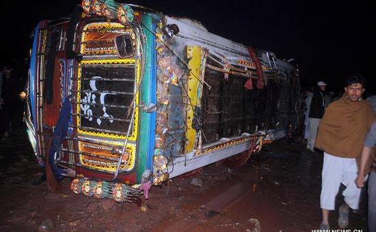 Tai nạn xe bus tại Pakistan, hơn 70 người thương vong