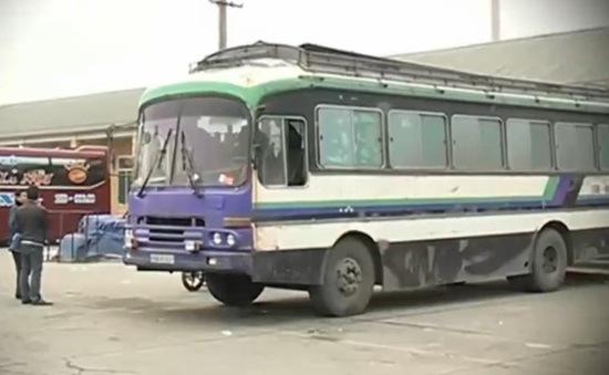 Quảng Ninh: Xe khách chở hàng ngang nhiên hoạt động