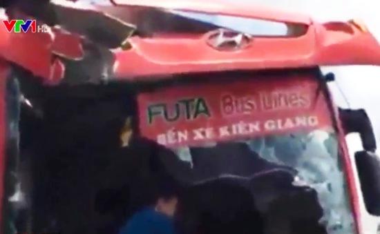 Cần Thơ: Hai xe giường nằm đâm trực diện, 1 người thiệt mạng