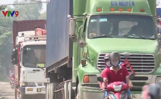 TP.HCM: Xe tải nặng hoành hành khiến người dân bức xúc