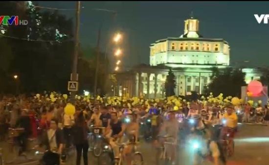 Hơn 10.000 người tham gia diễu hành bằng xe đạp tại Moscow