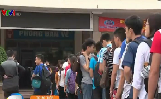 Số lượng hành khách rời Thủ đô tăng đột biến trước kỳ nghỉ lễ 30/4