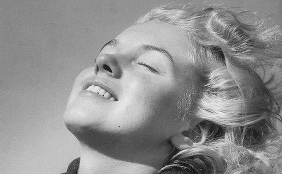 Lộ ảnh mặt mộc hiếm có của Marilyn Monroe ở tuổi 20