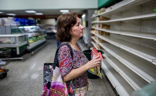 """Người dân Venezuela """"vật lộn"""" với cuộc chiến tìm kiếm thức ăn"""