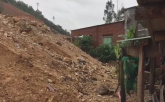Sạt lở đường cao tốc La Sơn - Túy Loan
