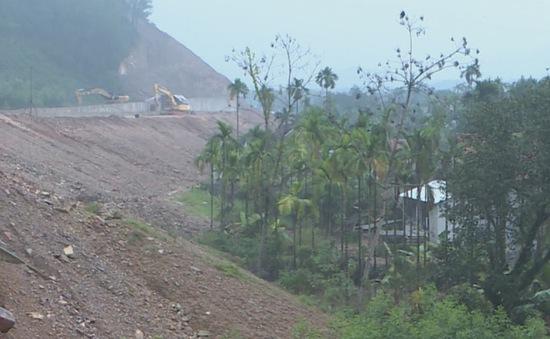 Thừa Thiên - Huế: Bất cập thi công đường cao tốc, đất đá tràn vào nhà dân