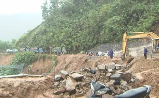 Quảng Ngãi khẩn cấp di dân khỏi vùng sạt lở núi
