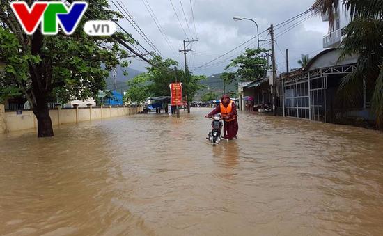 Nha Trang: Mưa lớn gây ngập nặng nhiều tuyến đường