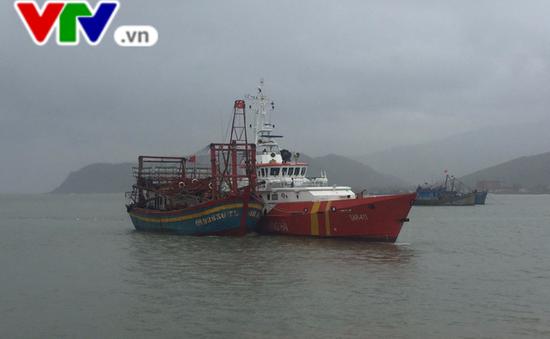 Quảng Bình cứu nạn thành công tàu cá cùng 9 thuyền viên gặp nạn