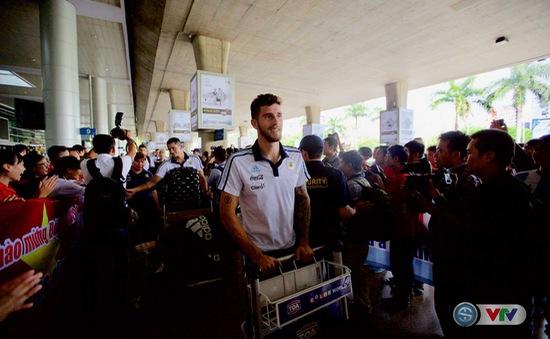 """Ảnh: U20 Argentina được chào đón như """"người nhà"""" tại sân bay Tân Sơn Nhất!"""