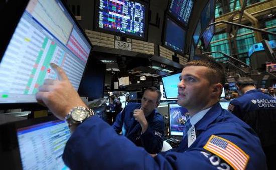 Chỉ số Dow Jones lần đầu tiên vượt mức 22.000 điểm
