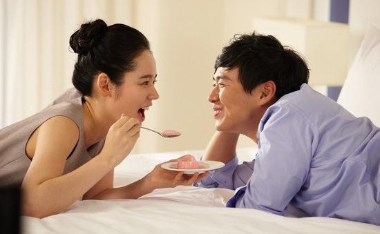 """Chồng Han Ga In chỉ muốn vợ """"quẩn quanh"""" bên mình"""