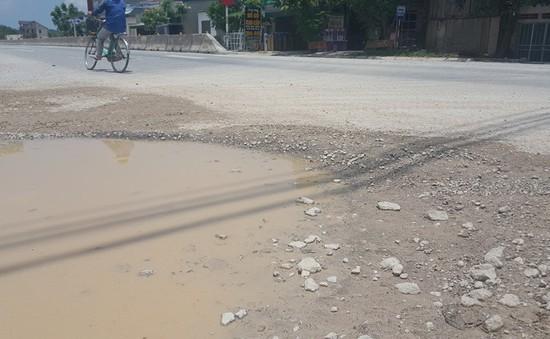 Nhiều tuyến đường ở Nghệ An xuống cấp nghiêm trọng