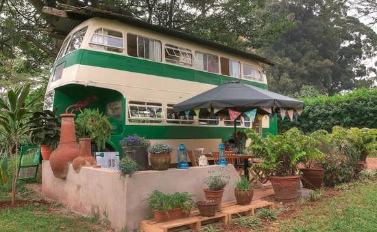 """Thích thú với căn nhà xe buýt siêu """"độc"""" ở Kenya"""