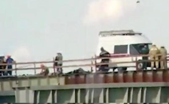 Nga: Xe bus lao xuống biển, 14 người thiệt mạng