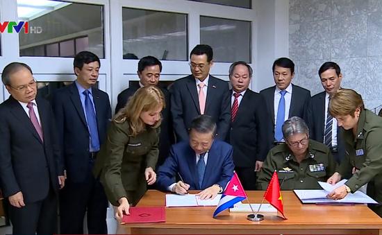 Bộ Công an Việt Nam và Bộ Nội vụ Cuba ký thỏa thuận hợp tác