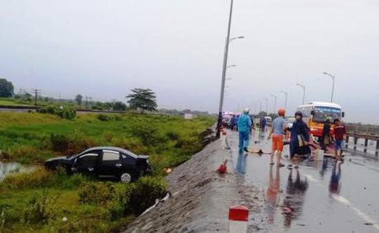 Thừa Thiên - Huế: Ô tô đâm xe máy, 2 người tử vong