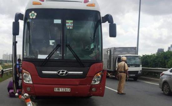 Tai nạn liên hoàn trên đường dẫn cao tốc, giao thông kẹt cứng