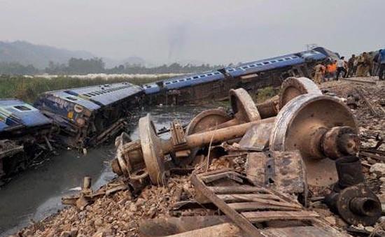 Ấn Độ: Tàu hỏa trật đường ray, 13 người bị thương