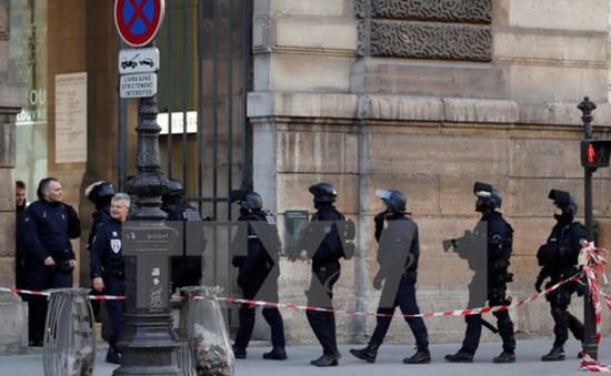 Pháp bắt giữ 4 đối tượng tình nghi khủng bố
