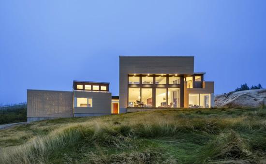 Ngôi nhà có thiết kế độc đáo giữa núi đá ở Canada