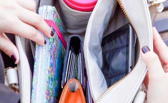 Là một cô nàng chu đáo, bạn không thể thiếu những thứ này trong túi xách