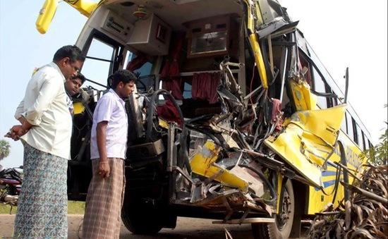 Ấn Độ: Xe khách đâm xe chở dầu, ít nhất 23 người thương vong