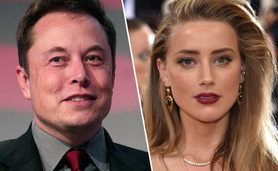 Tiễn năm 2017, vợ cũ của Johnny Depp cho bạn trai tỷ phú cơ hội tái hợp?