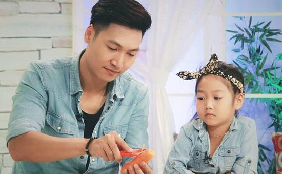 Nhìn những hình ảnh này, ai cũng phải công nhận Mạnh Trường là ông bố tuyệt vời của showbiz Việt