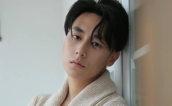 """Rocker Nguyễn """"vượt mặt"""" diễn viên Hàn để sánh đôi với Minh Hằng"""