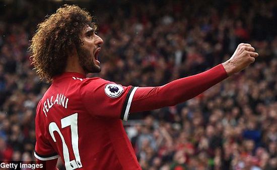 """VIDEO: """"Chân gỗ"""" Fellaini ghi bàn nâng tỷ số lên 2-0 cho Man Utd"""