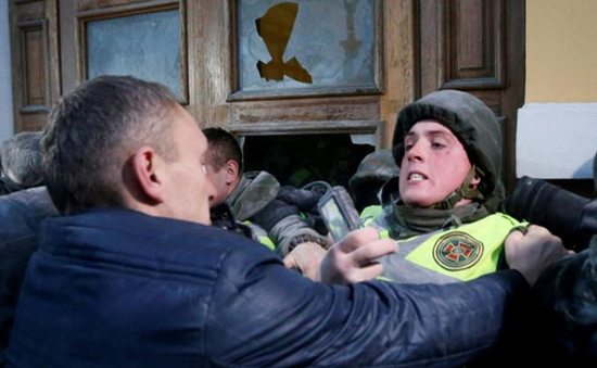 Biểu tình bùng phát thành bạo lực dữ dội ở Kiev (Ukraine)
