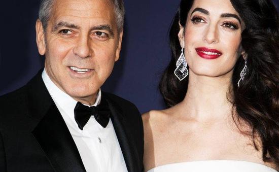 """George Clooney phẫn nộ vì cặp sinh đôi bị giới """"săn ảnh"""" rình mò"""