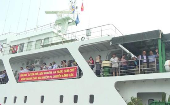200 đại biểu đại diện nhiều tỉnh, thành thăm Trường Sa