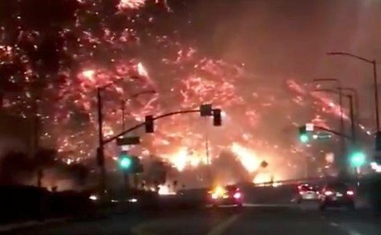 Cháy rừng lan đến thành phố Los Angeles, Mỹ