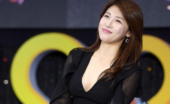 Ha Ji Won khoe vòng 1 gợi cảm khó cưỡng