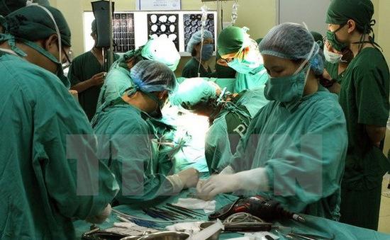 Cứu sống bệnh nhân bị đâm 8 nhát dao thủng tim ở TP.HCM