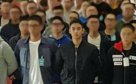 Fan ngất ngây với hình ảnh đầu tiên của Kim Soo Hyun trong quân ngũ