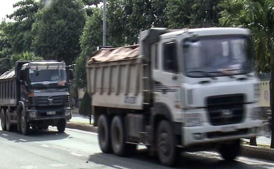 """Người dân Đà Nẵng bức xúc trước """"hung thần"""" xe tải"""