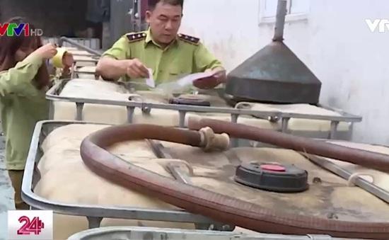 Xăng pha dầu dễ dàng qua mặt các cây xăng như thế nào?